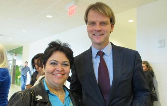 Suely Anunciação e Chris Alexander, ministro da Cidadania e Imigração do Canadá. Foto: Arquivo Pessoal
