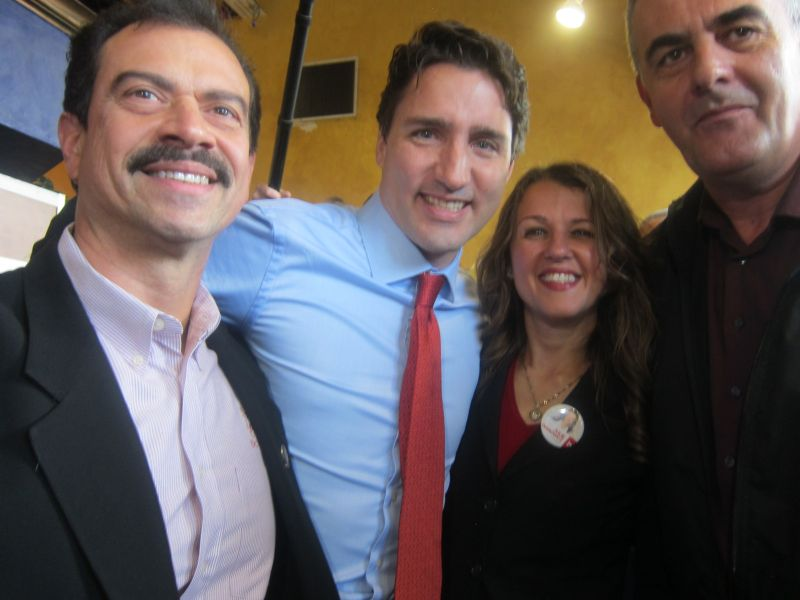 Trudeau com a MP eleita pelo partido Liberal Julie Dzerowicz. Foto: Luíza Disilva