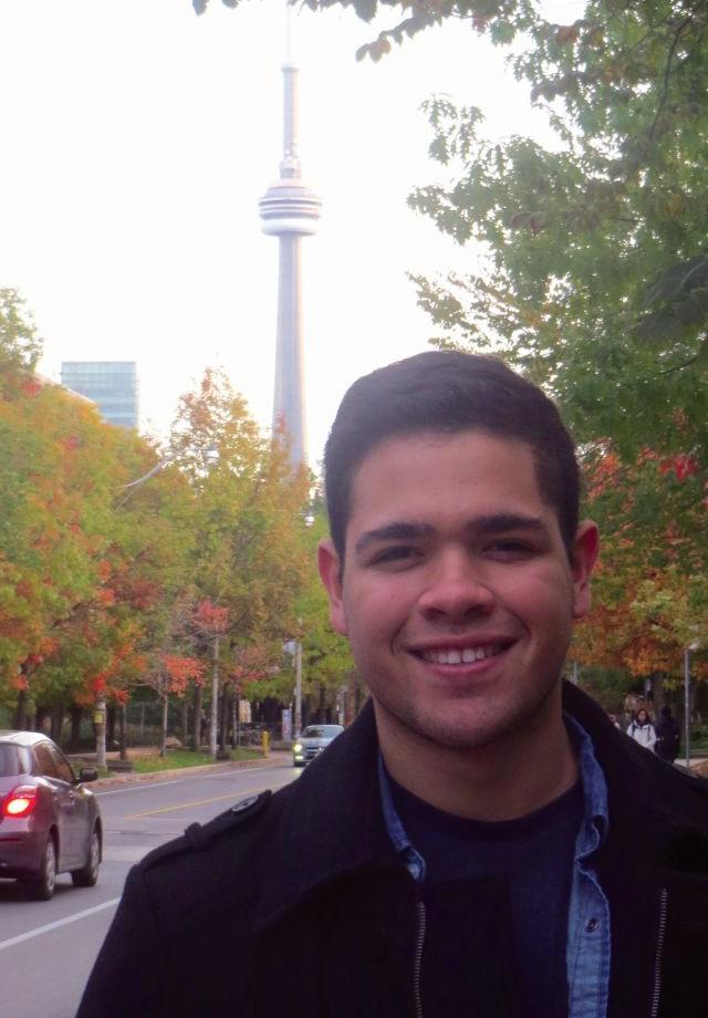 O acadêmico de engenharia, Ademiro Batista, visitou pontos turísticos do Canadá em 2014.