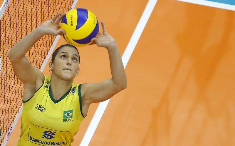 A levantadora Dani Lins é um elemento-chave no sonho do tricampeonato olímpico do vôlei feminino brasileiro.