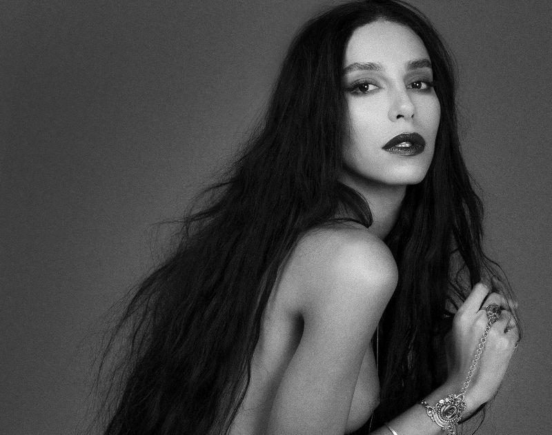 A supermodelo nasceu no Brasil mas vive atualmente na Itália.