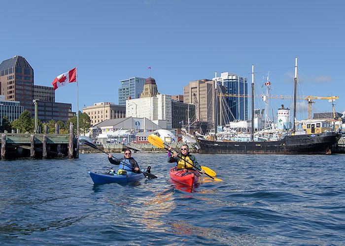 Por sua localização geográfica e pelo seu estuário, Halifax se tornou um dos principais portos do Canadá.