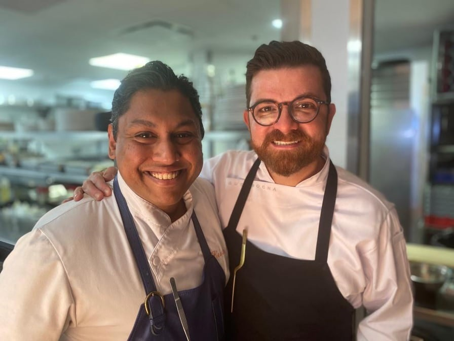 O chef Guga Rocha (à esquerda) com o chef Kevin Ramasawmy